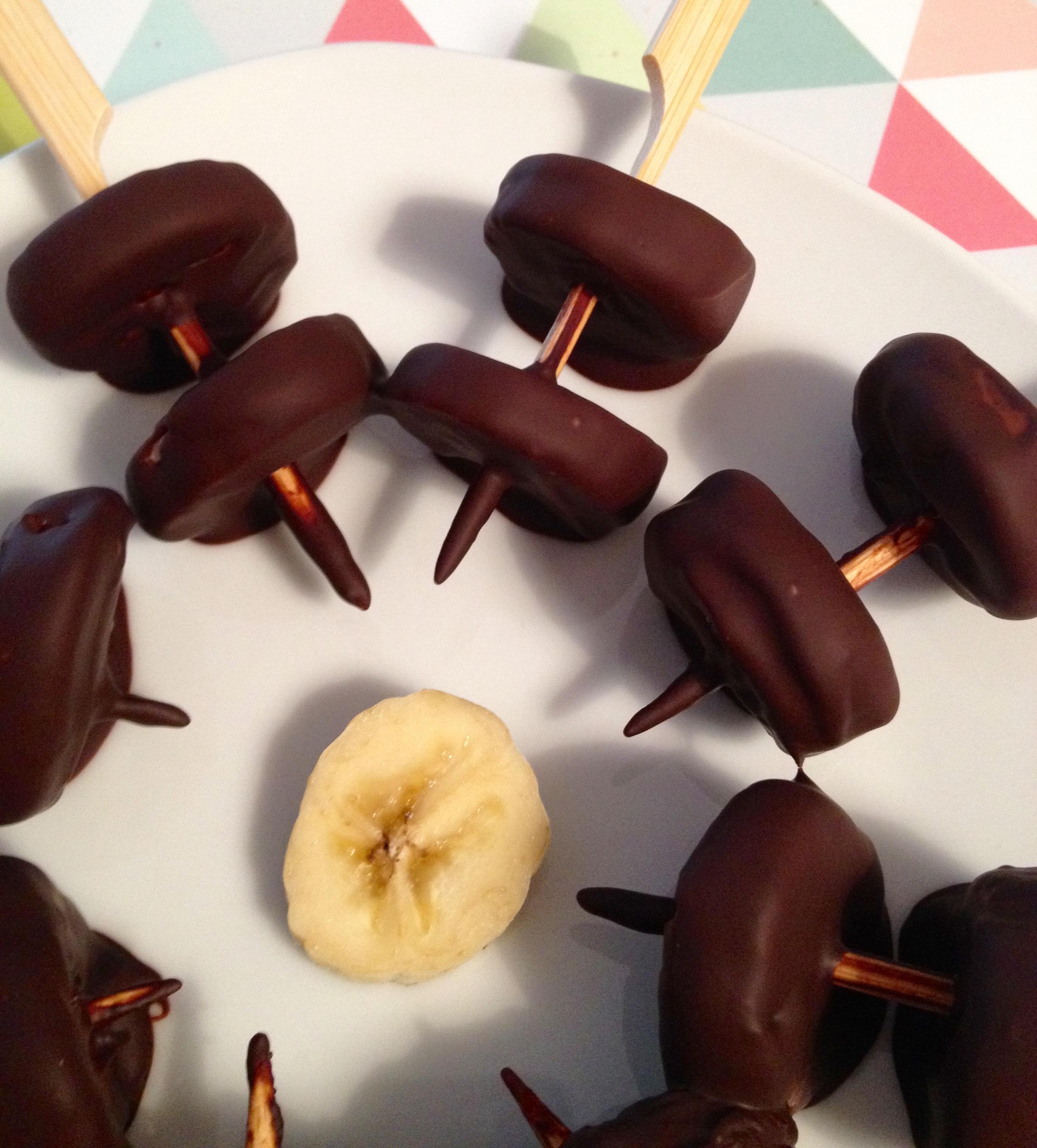 bananes au chocolat un petit oiseau dans la cuisine. Black Bedroom Furniture Sets. Home Design Ideas