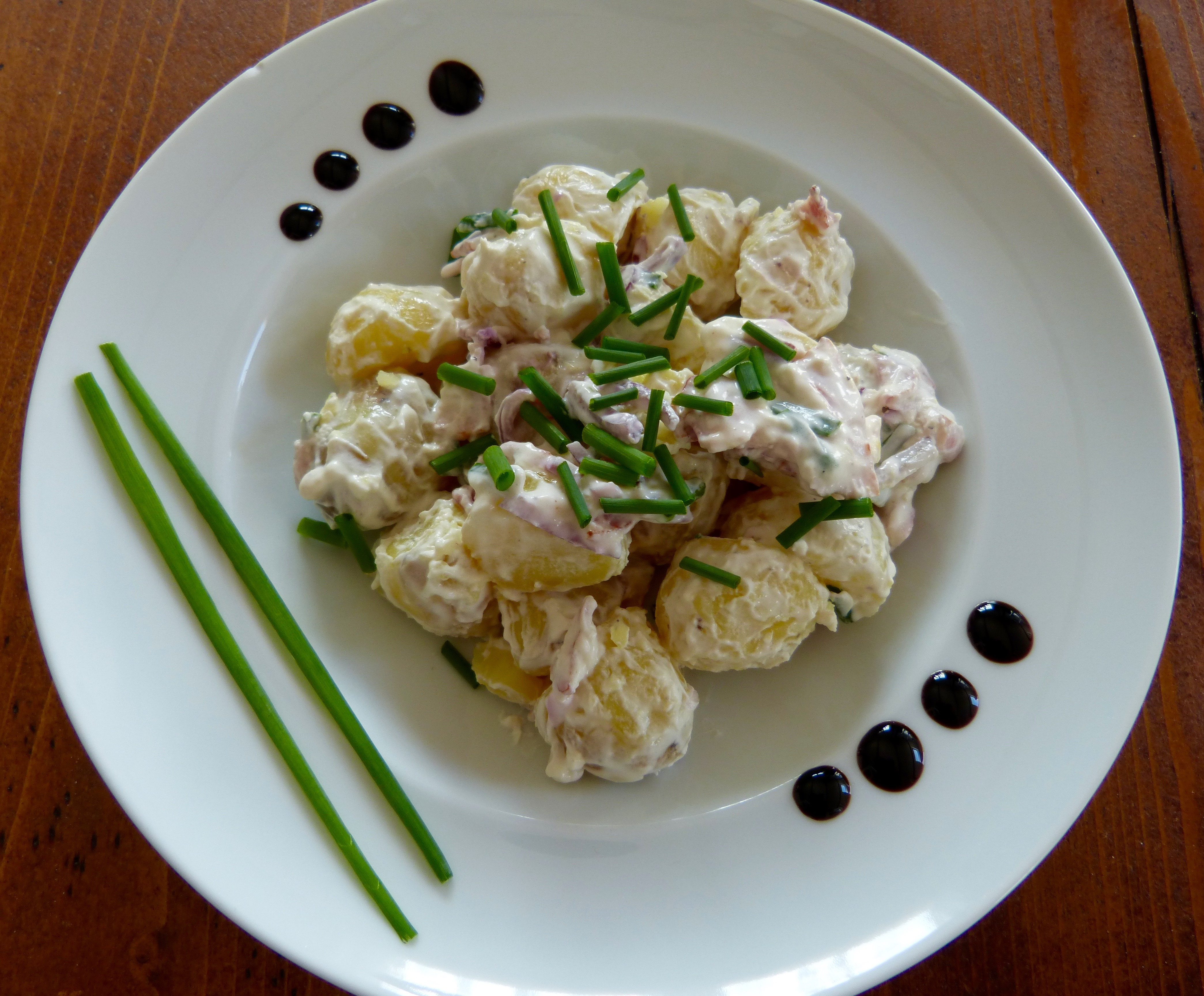 Salade de pommes de terre un petit oiseau dans la cuisine - Cuisine de pomme de terre ...