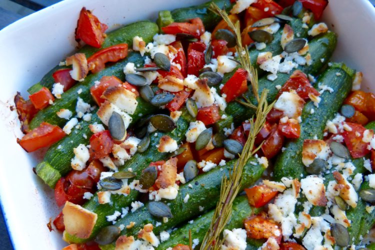Mini courgettes rôties, tomates et Manouri