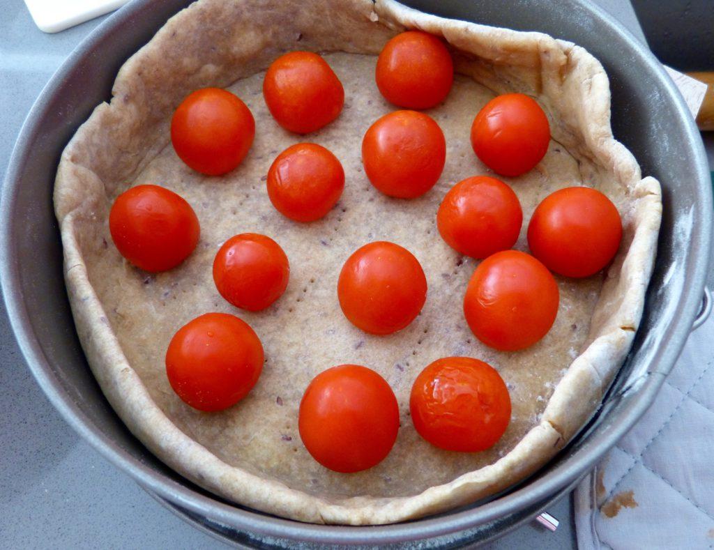 Quiche au chèvre, tomates cerises et graines de courge