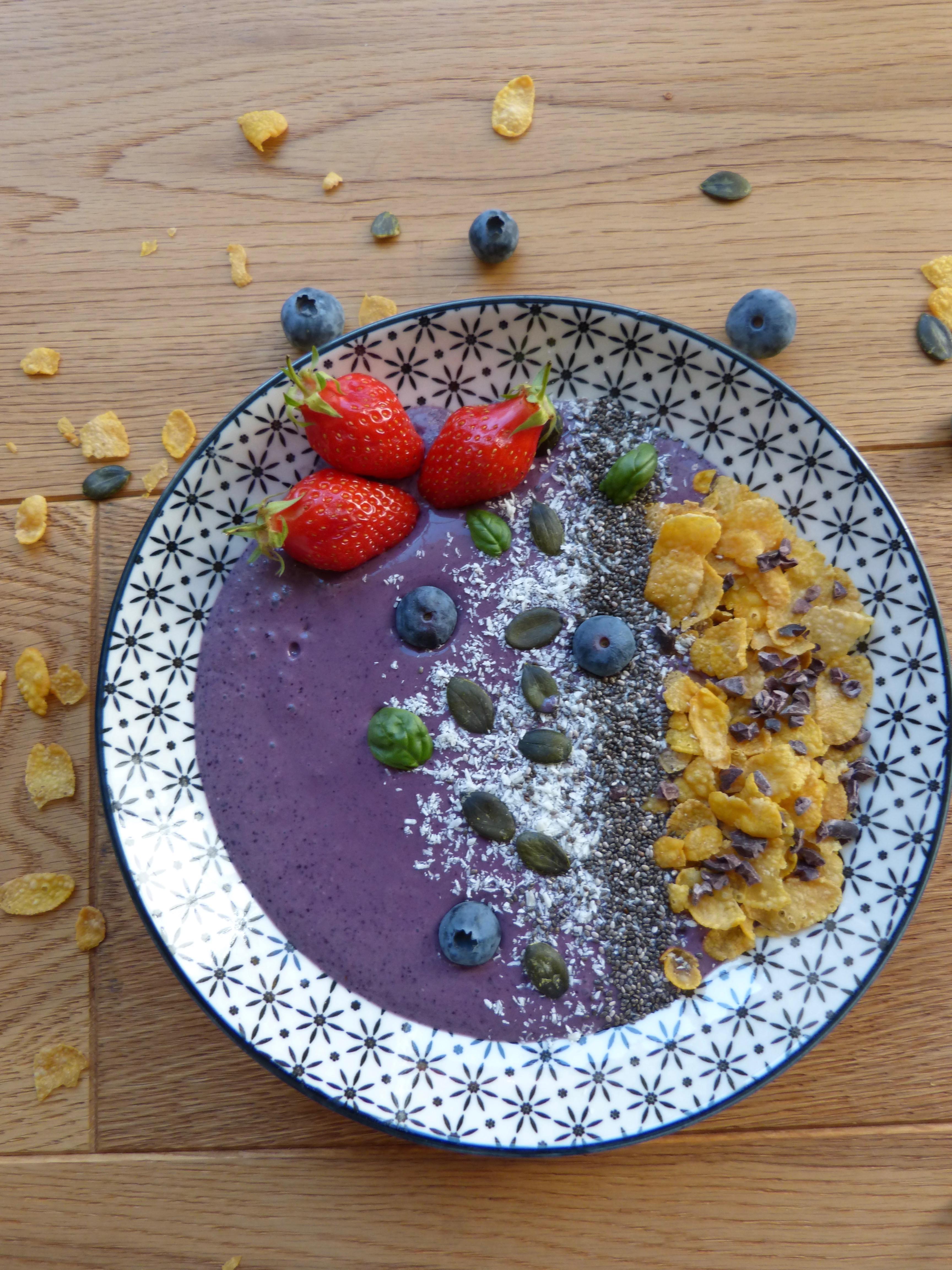 Purple smoothie bowl un petit oiseau dans la cuisine for Un petit oiseau