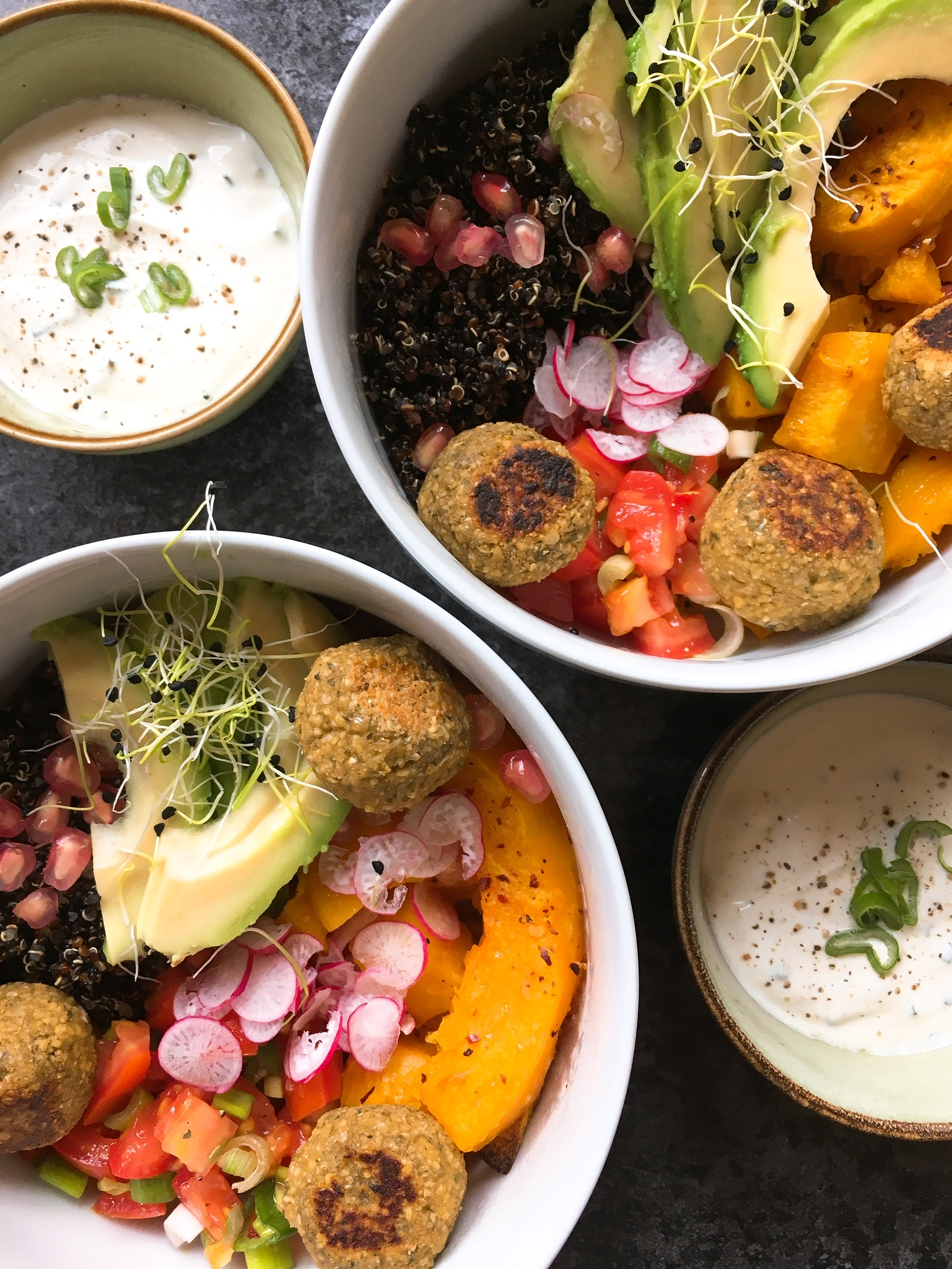 Black quinoa and falafels bowl un petit oiseau dans la for Cuisine quinoa